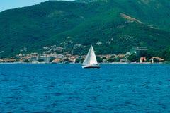 Segelnregatta in Montenegro Regatta auf Yachten in der Boka-Bucht stockbilder