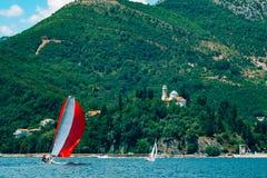 Segelnregatta in Montenegro Regatta auf Yachten in der Boka-Bucht stockfoto