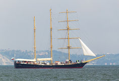 Segelschiff im Meer Lizenzfreie Stockfotografie