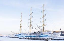 Segelschiff im Winter, St. Petersburg Lizenzfreie Stockbilder