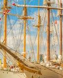 Segelschiff-Marineschule geparkt am Hafen stockfoto