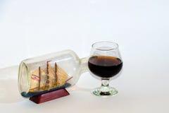 Segelschiff- und Weincollage lizenzfreie stockfotos