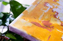 segeltuch grün Segeltuch mit orange Muster auf dem Hintergrund des Grüns Bild für Künstler lizenzfreie stockfotos