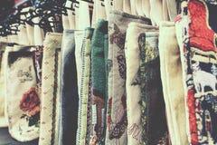 Segeltuch sackt Mode im Markt ein Stockfotos