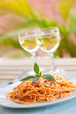 seger för tomat två för exponeringsglassåsspagetti arkivbilder