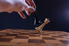 Seger i schackduellen Royaltyfri Bild