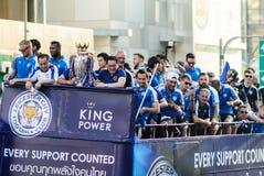 Segern ståtar av en engelsk fotbollklubbaLeicester stad, mästaren av premier league för 2015 - 2016 engelska Arkivbilder