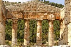 Греческий висок в древнем городе Segesta, Сицилии Стоковые Изображения