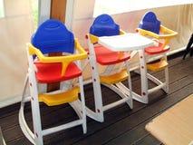 Seggioloni per i bambini sedili del ripetitore immagini stock libere da diritti