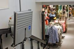 Seggiovia del negozio di vestiti immagine stock libera da diritti