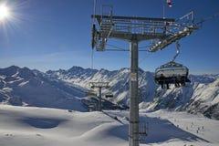 Seggiovia dello sci località di soggiorno di montagna allo sci Samnaun/di Ischgl, Austria ad orario invernale Fotografia Stock