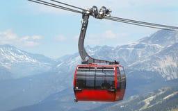 Seggiovia e montagne nel Whistler Vancouver canada fotografia stock libera da diritti
