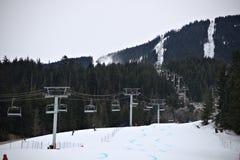 Seggiovia sulla montagna della neve Immagine Stock Libera da Diritti