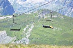 Seggiovie e paesaggio della montagna Immagini Stock