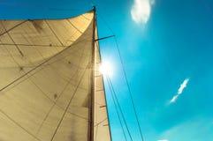 Segla av en segelbåt Royaltyfria Foton