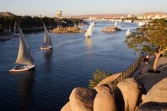 Segla fartyg på Nilet River på Aswan royaltyfri foto