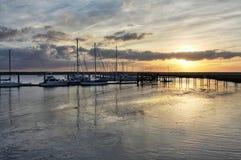 Segla fartyg på solnedgången Royaltyfri Foto