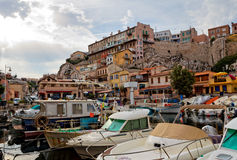Yachthamn i gammal stad av Marseilles Arkivfoto