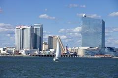 Segla i Atlantic City med rumla, showboaten och Taj Mahal Casino Royaltyfria Foton