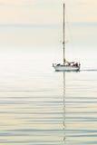 Segla i det arktiska havet Royaltyfri Bild