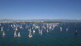 Segla loppet och segla fartyg på sjöGenève i Schweiz stock video