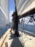Segla på en segelbåt Royaltyfri Foto