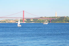 Segla på floden Tejo i Lissabon Portugal Royaltyfri Fotografi