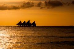 Segla på solnedgång Arkivfoton