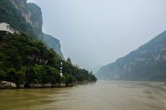 Segla på Yangtzet River Arkivfoto