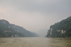 Segla på Yangtzet River Arkivbild