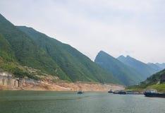 Segla på Yangtzet River Royaltyfri Fotografi