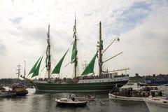 Segla ståtar in Amsterdam Alexander von Humboldt 2015 2 Arkivfoto