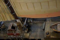 Segla uppsättningen för lopp på det gamla marinfartyget royaltyfria bilder
