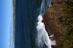 Segla utmed kusten Arkivfoto