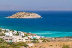 Segla utmed kusten av Crete med blåttlagunen Fotografering för Bildbyråer