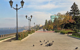 Segla utmed kusten i staden av samaraen, rysk federation Arkivbild