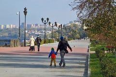 Segla utmed kusten i staden av samaraen, rysk federation Royaltyfria Bilder