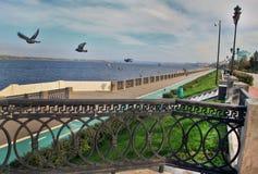 Segla utmed kusten i staden av samaraen, rysk federation Royaltyfri Fotografi