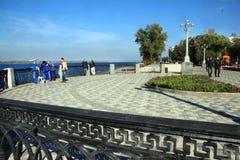 Segla utmed kusten i staden av samaraen, rysk federation arkivfoton