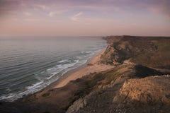 Segla utmed kusten och sätta på land på Sagres på Algarve i Portugal Arkivbilder