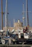 Segla yachten i hamn Royaltyfria Foton