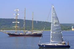 Segla yachten och skeppet arkivfoto