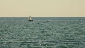 Segla yachten på Black Sea arkivfilmer