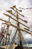 Seglar det högväxta skeppet för KRI Dewaruci 4 Arkivbild