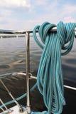 Seglar det nautiska fnurenrepet för närbilden på fartyget Royaltyfri Fotografi