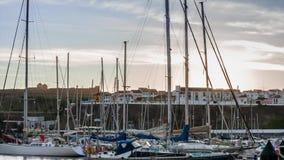 Seglar int hamnen i den sena eftermiddagen, RÅ video för magisk lykta lager videofilmer