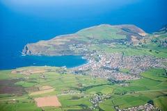 Seglar utmed kusten av England Fotografering för Bildbyråer