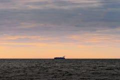 Segling för behållareskyttel till och med Östersjön arkivfoton