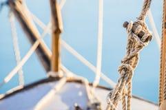 Seglingen nautiska rep för riggning på segelbåten pryder fotografering för bildbyråer