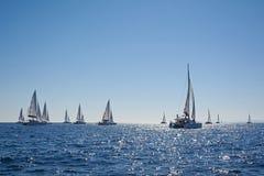 Seglingkatamaran i en regatta, Grekland Fotografering för Bildbyråer